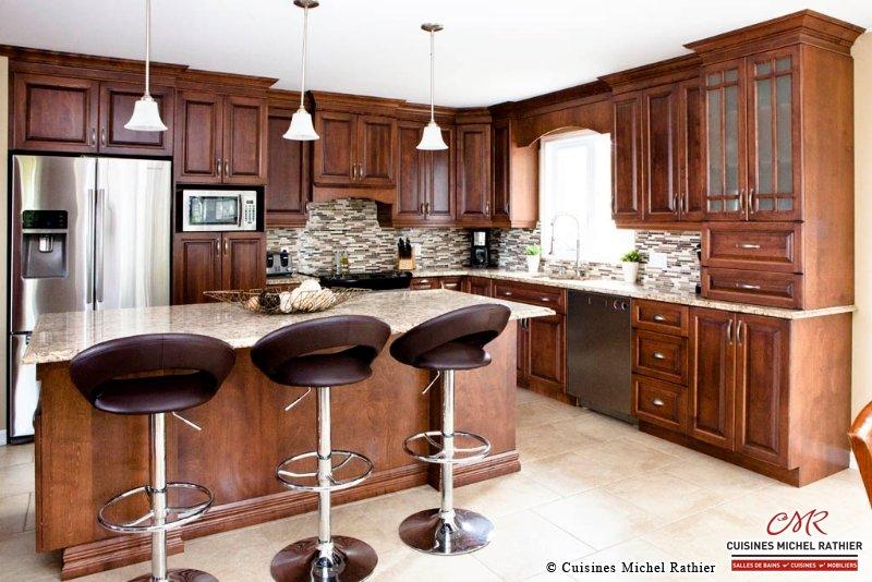 Des cuisines en bois plan de travail cuisine bois for Armoires de cuisine en bois
